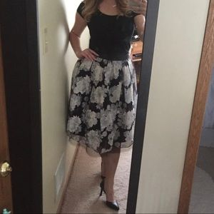 Flower fit and flare skirt with pockets and lining